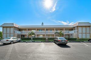 9796 Marina Boulevard, 213, Boca Raton, FL 33428