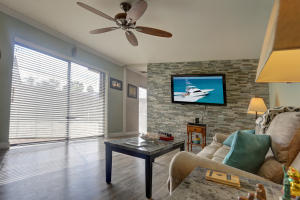 953 Springdale Circle, Palm Springs, FL 33461