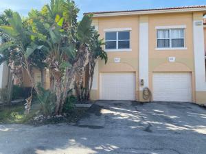 817 Talia Circle, Palm Springs, FL 33461