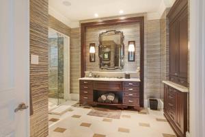 Master Suite His Bath