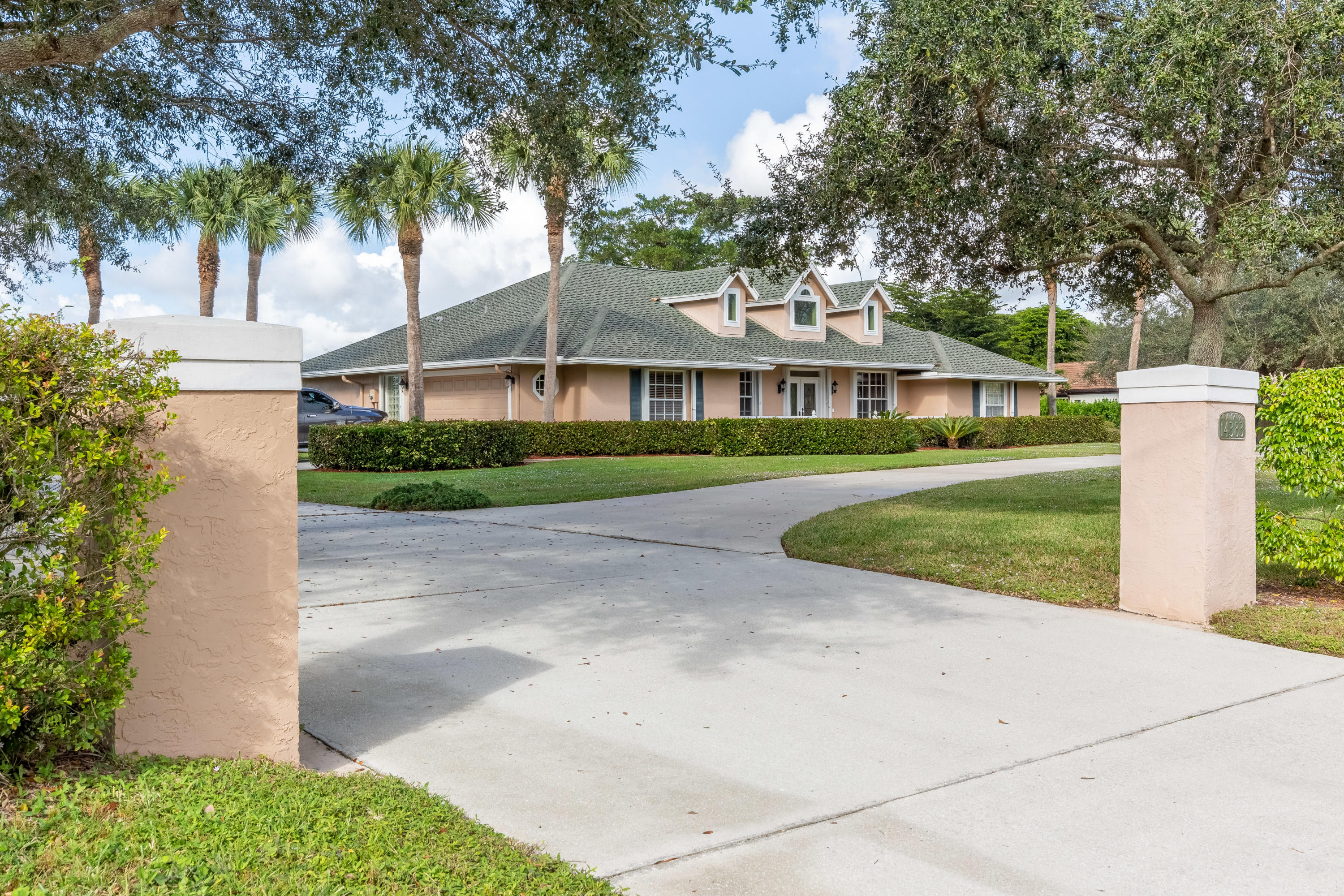 Wellington, Florida 33414, 4 Bedrooms Bedrooms, ,3 BathroomsBathrooms,Residential,For Sale,Wellington,RX-10586117