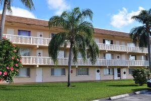 400 Village Green Circle W, 215, Palm Springs, FL 33461