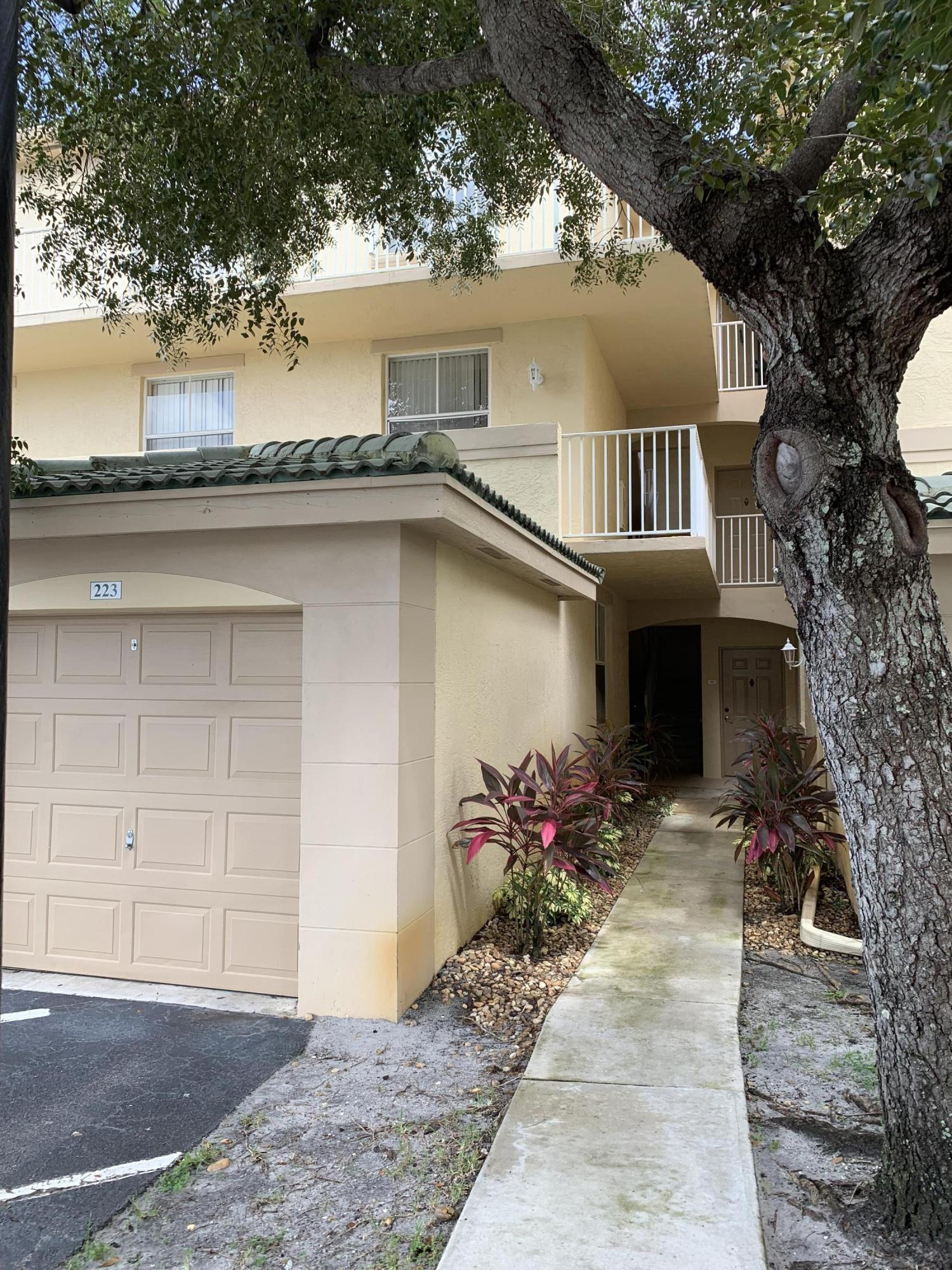 Lovely 3 bedroom, 2 bath available in Arissa Place, Wellington. This second floor unit has a balcony overlooking a water and golf course view. Includes a one car garage. Located minutes away from each of Wellington's equestrian centers.
