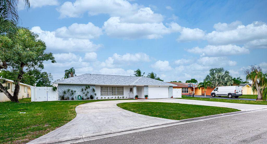 Photo of 119 Meadowlark Drive, Royal Palm Beach, FL 33411