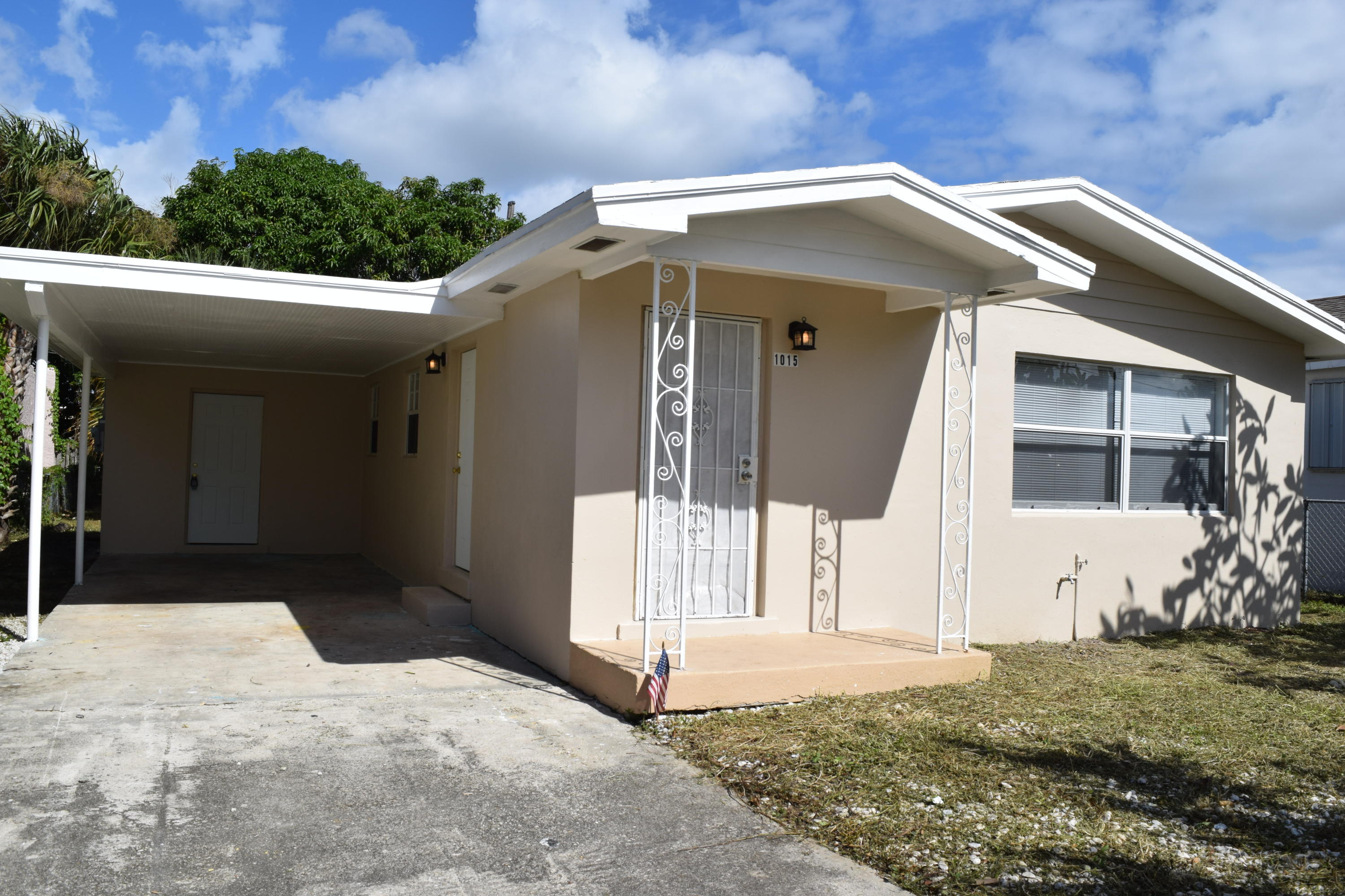 1015 14th Street, West Palm Beach, Florida 33401, 3 Bedrooms Bedrooms, ,1 BathroomBathrooms,Residential,for Rent,14th,RX-10587830, , , ,for Rent