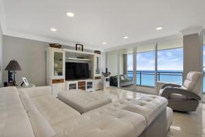 2000 S Ocean Boulevard, 17b-Penthouse, Boca Raton, FL 33432