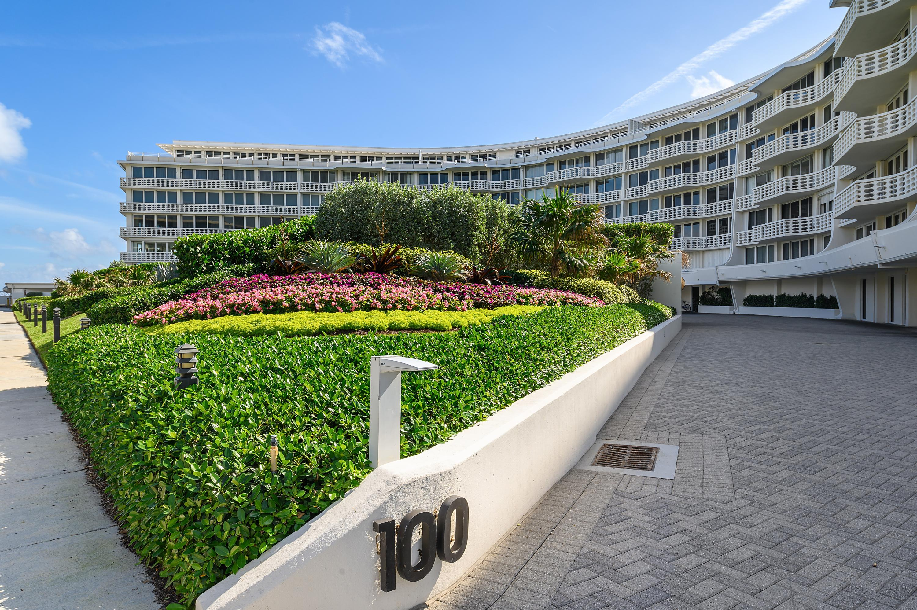 Beautiful 2 bedroom/2bath condo at The Sun and Surf offering garden views with spacious terrace.  Walking distance to many shops and restaurants in Palm Beach.