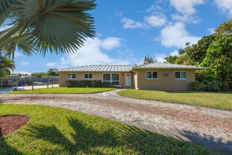 Photo of 314 Akron Road, Lake Worth, FL 33467