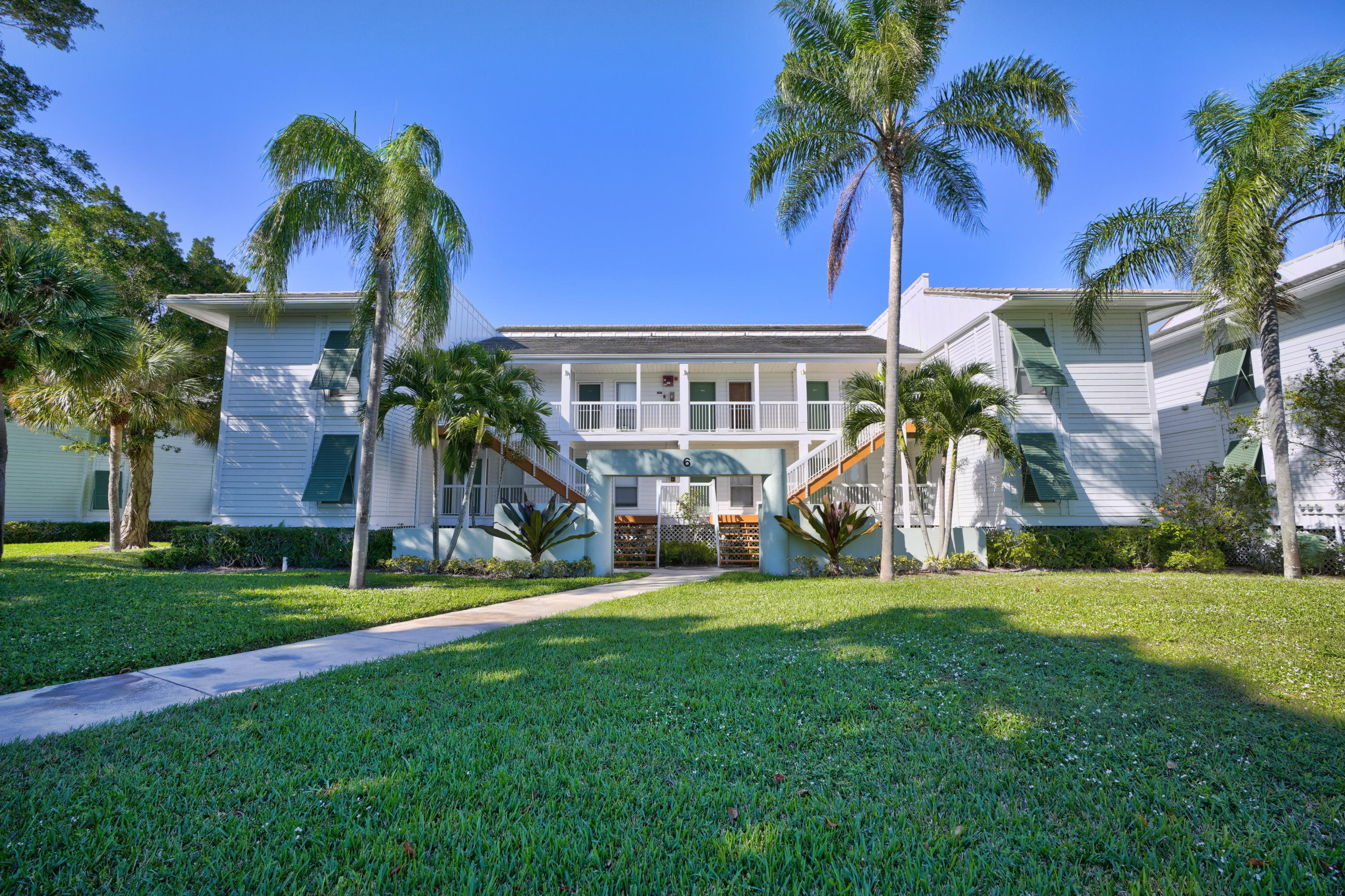 261 Cypress Point Drive, Palm Beach Gardens, FL 33418
