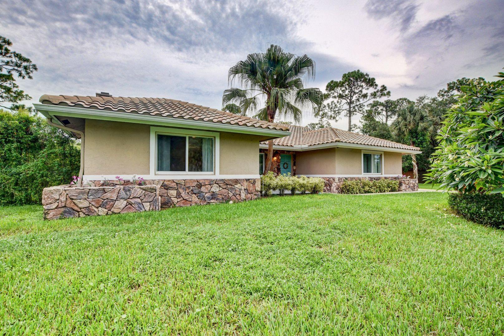 Photo of 3820 Cypress Edge Drive, Lake Worth, FL 33467