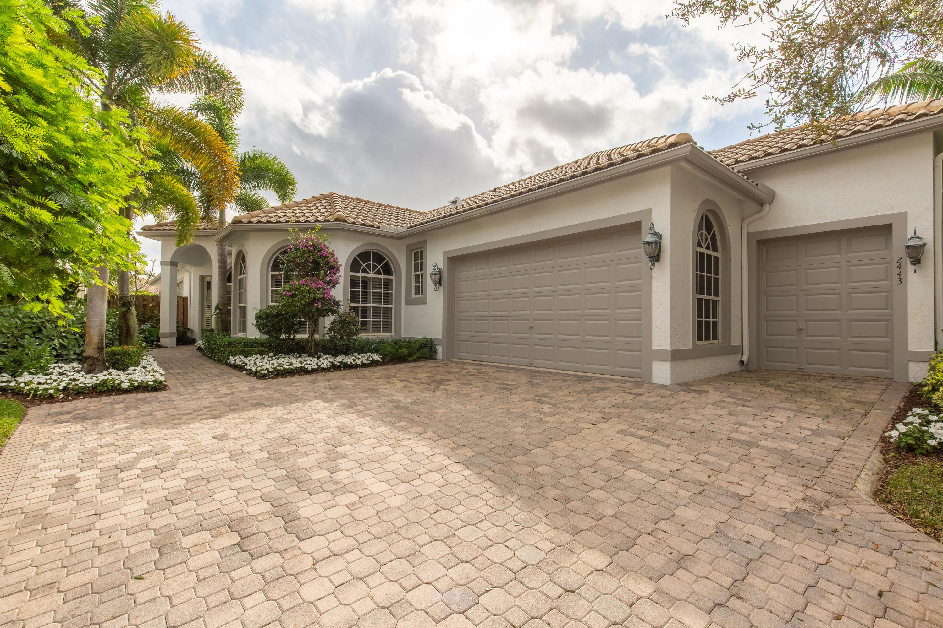 2443 Players Court, Wellington, Florida 33414, 3 Bedrooms Bedrooms, ,3 BathroomsBathrooms,Single Family,For Sale,PALM BEACH POLO,Players,RX-10592239