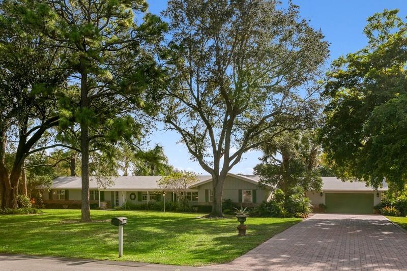 Photo of 8055 Damascus Drive, Palm Beach Gardens, FL 33418
