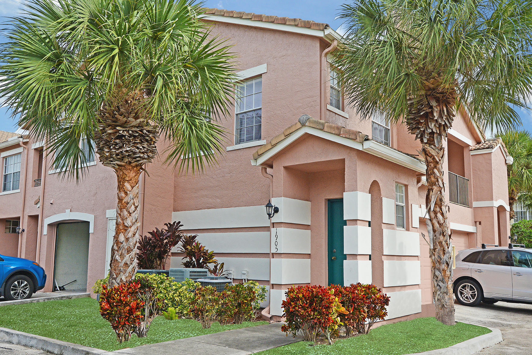 Great location in Boynton Beach, open floor plan with a split bedroom plan, large one car garage with a lot of storage, spacious laundry room.  Community pool and club house, tot lot, valet trash pick up.  INVESTOR FRIENDLY COMMUNITY, LEASE RIGHT AWAY.