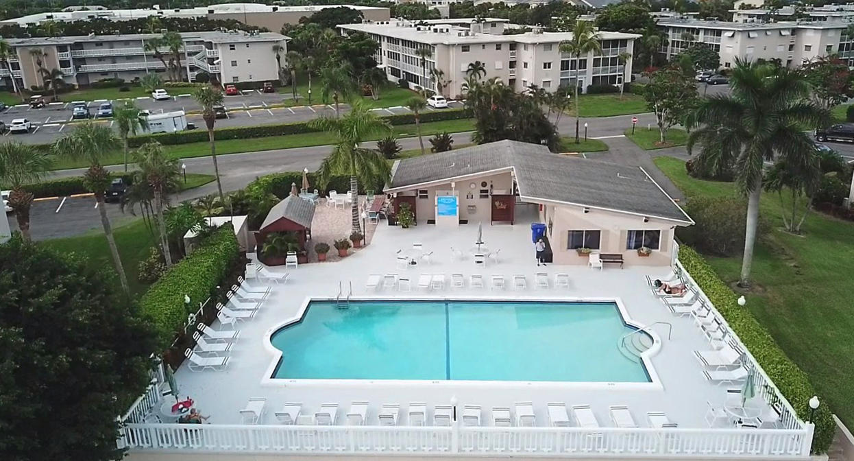 CUTE AFFORDABLE FIRST FLOOR SPACIOUS  UNIT WITH TILE FLOORING AND NEW  AC. WELL MAINTAINED ACTIVE ADULT COMMUNITY OFFERING TWO POOLS, FITNESS, BILJARD , LIBRARY, SAUNA ETC.CLOSE TO I95, SHOPPING AND BEACHES.