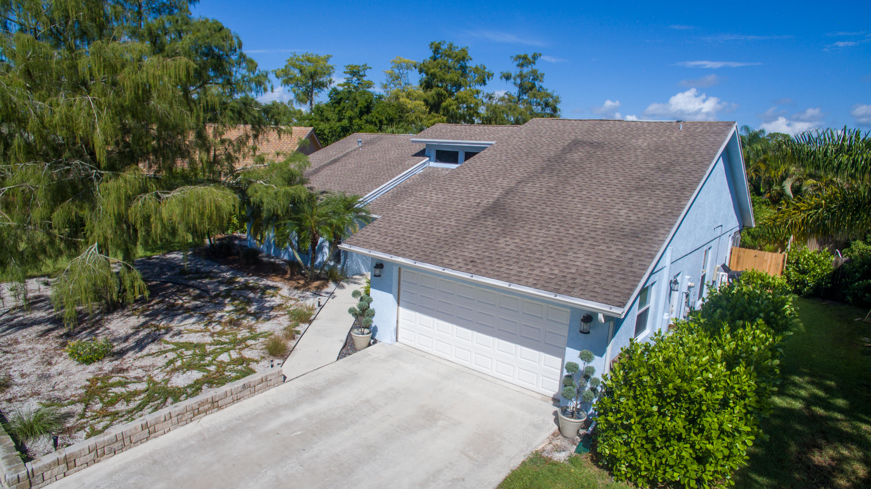 Oasis in the heart of Equestrian country.Lovely and spacious 3 bedroom 2 bath Contemporary style home in Sugar Pound Manor. Move-in ready with fresh paint, tiles and hard wood floors throughout. Private pool, fenced in backyard, beautiful landscaping and plants.