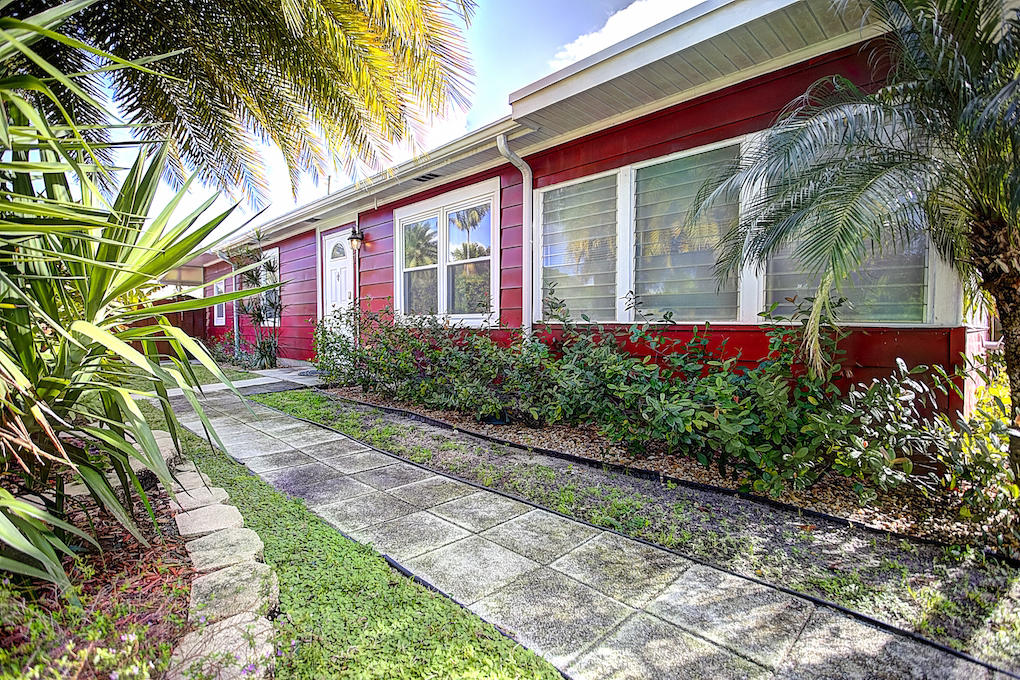 This is a great move-in ready property located between Downtown Lake Worth and all that's happening in West Palm Beach. Near the beach and I-95. This 3 bed/2 bath home has an updated kitchen, baths, newer roof, new tankless hot water heater, new sprinkler system, fenced yard, lots of parking and sooo much more!! Call to schedule a showing today!