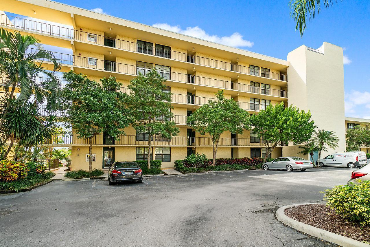 8 Royal Palm Way #2060 Boca Raton, FL 33432