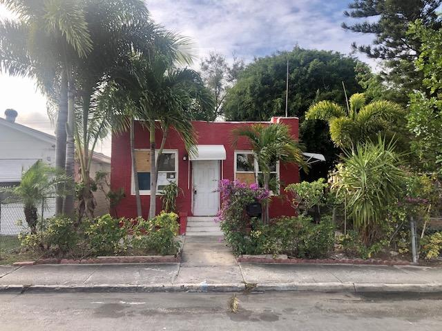 You have found a very special single family home in the heart of Lake Worth! This home is waiting for a new owner to make it their own! Come and see this 2 bedroom, 2 bath plus a bonus rooms now! With a concrete floor backyard and street parking. You will love this location, close to Beaches, Shopping, Dining, Main roads and so much more! Ready to shine with your specific touches! Do not miss out on this deal, it is priced to sell NOW!