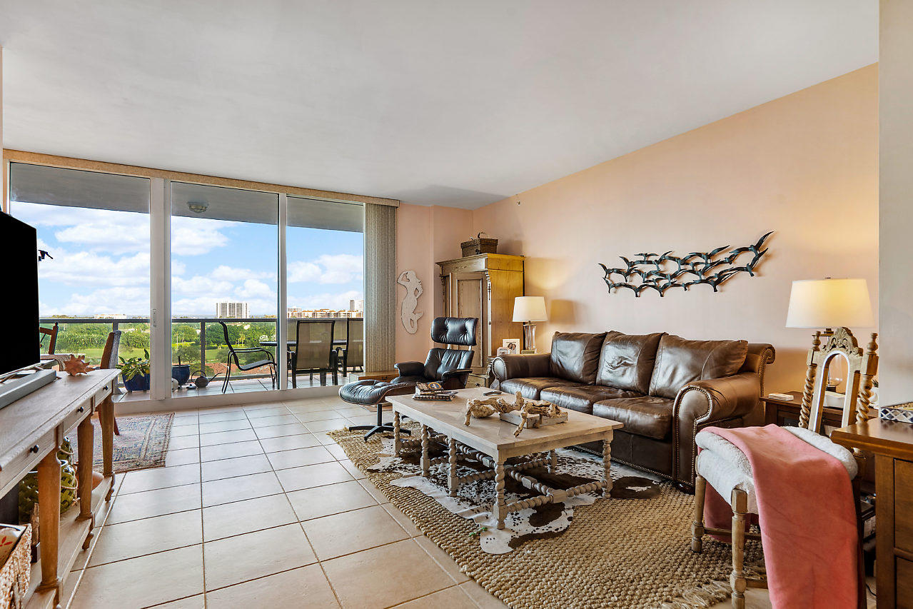 Located on the 7th floor facing NE Boca Raton, 1 bedroom + den, 2 bath, 9 ft ceilings. Townsend Place is your lifestyle dream in one of Boca Raton's downtown premier condominium communities. Perfectly located in the heart of downtown, between the Boca Raton Resort and Royal Palm Plaza, a world-class shopping, and dining area. Walking distance to Mizner Park and the beautiful Boca Raton beach. An international destination served by three airports including the executive Boca Raton Airport. Townsend Place provides water, trash chutes, storage lockers for residents, covered and secured parking garage, fire sprinkler system throughout the building, emergency medical alarm system, elegantly appointed lobby, social room with card tables, catering kitchen, billiards, lounge, a state-of-the-art fitness facility with men's and women's sauna and steam room. The magnificent swimming pool area features a sun deck with lounge chairs and Jacuzzi, all overlooking the Boca Resort golf course. This full-service luxury building presents all the signs of quality and class, concierge service, a manager on site, valet parking, round-the-clock security, 24-hour gate-manned entrance. Don't wait! Get ready for a 5-star lifestyle. Townsend Place condominium association requires a $500 move in + $250 move out fees. 3 months of maintenance fee are due by the buyer at closing to Townsend Place for capital reserve funding. Townsend Place condominium association requires a $500 move in + $250 move out fees. 3 months of maintenance fee are due by the buyer at closing to Townsend Place for capital reserve funding. Buyer pays prorated downtown special city assessment.