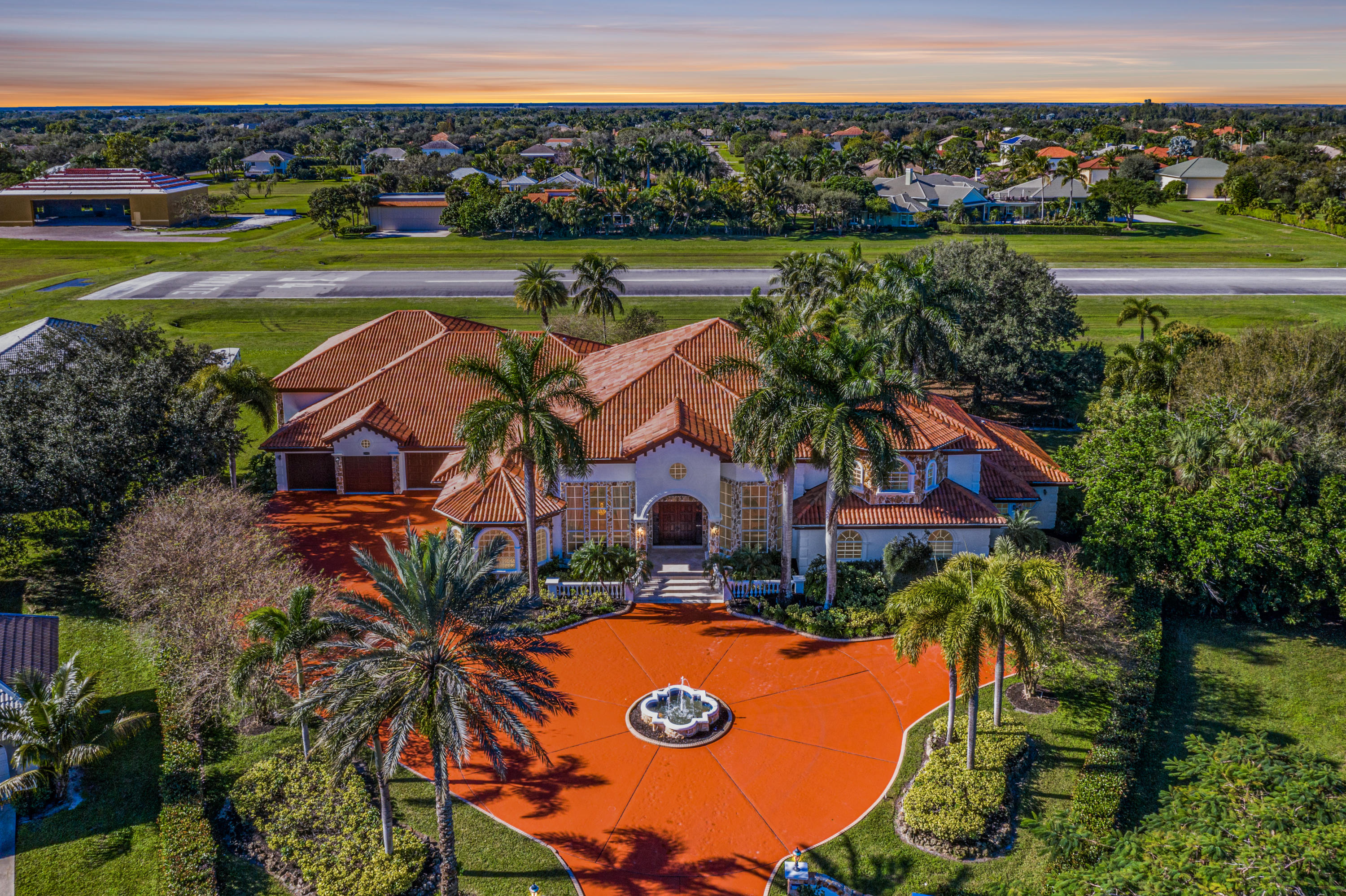 Wellington, Florida 33414, 6 Bedrooms Bedrooms, ,7 BathroomsBathrooms,Residential,For Sale,Grumman,RX-10593326