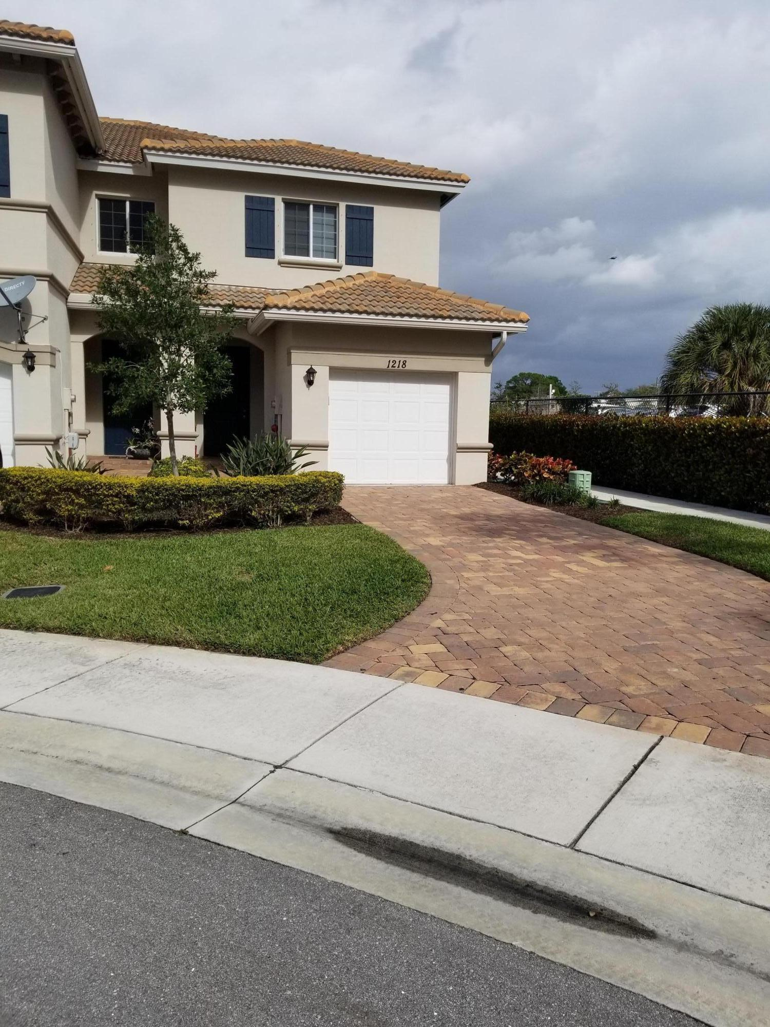 WOW. Upraded to high end finished with wood floors through-out.  Close to I95, shopping, fine dining, fire department and good schools.  Bring your toothbrush  and move right in. Great price! DR HORTON 2017 new construction, gorgeous townhouse tucked away in this quiet gated community conveniently located less than 5 miles from the beach. Move in ready beauty with a 1 car attached garage and zero maintenance for easy living. This spacious floor plan is largest corner lot available in the community with for lots of privacy and easy entertaining and in a cul-de-sac. This lovely townhouse has lots granite counters, stainless steel appliances, wood cabinets, wood-like tile downstairs, carpet upstairs, high end finishes with beautiful lake view. Large master bdrm.