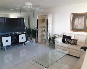 689 Burgundy O, Delray Beach, FL 33484
