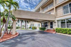 4001 S Ocean Boulevard, 204, South Palm Beach, FL 33480