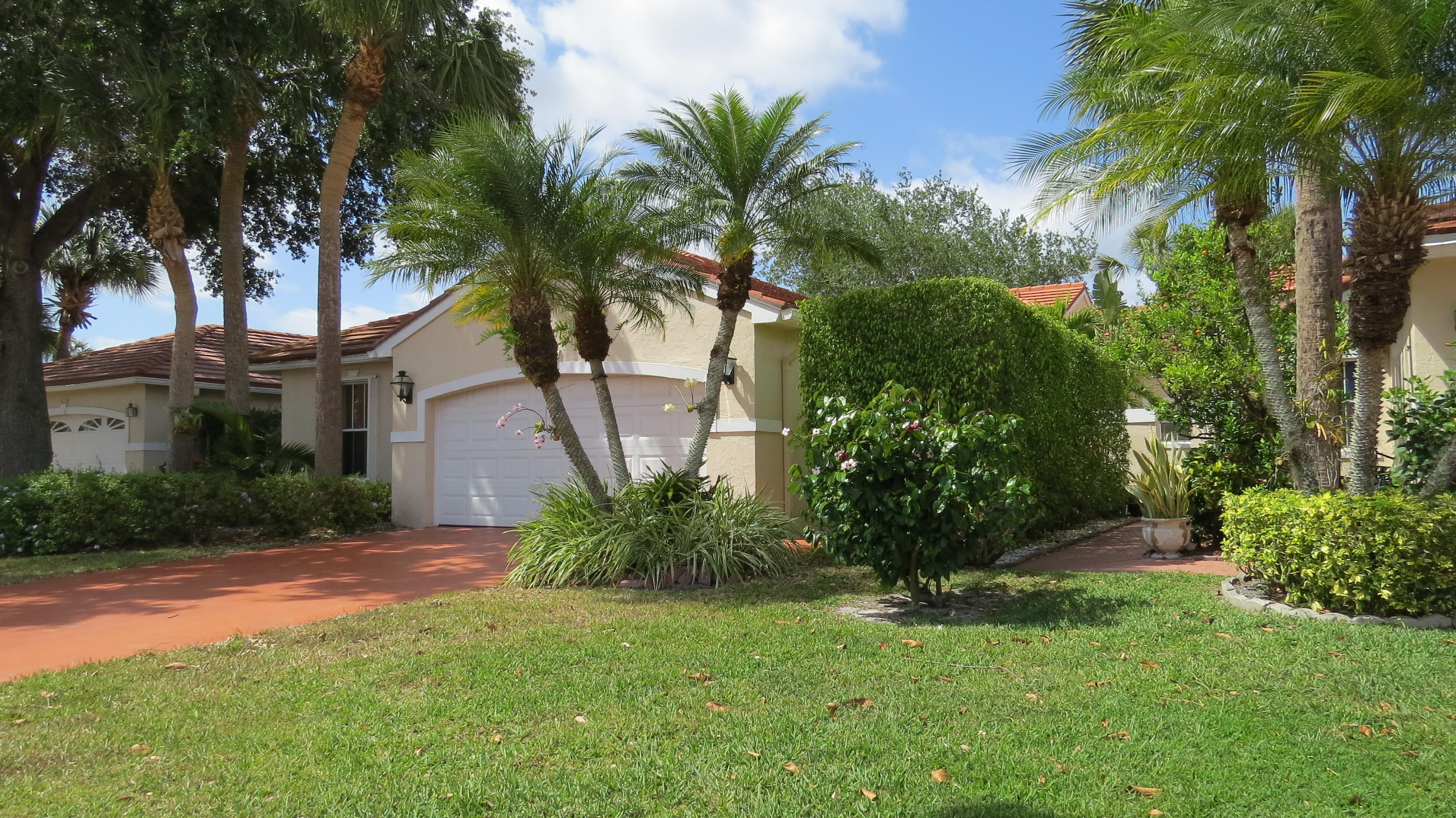 Wellington, Florida 33414, 3 Bedrooms Bedrooms, ,2 BathroomsBathrooms,Residential,For Sale,Country Golf,RX-10599346