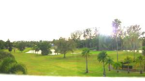 Golf View Corner *Renovated* 2 BD/ 2 BTH + Florida Rm
