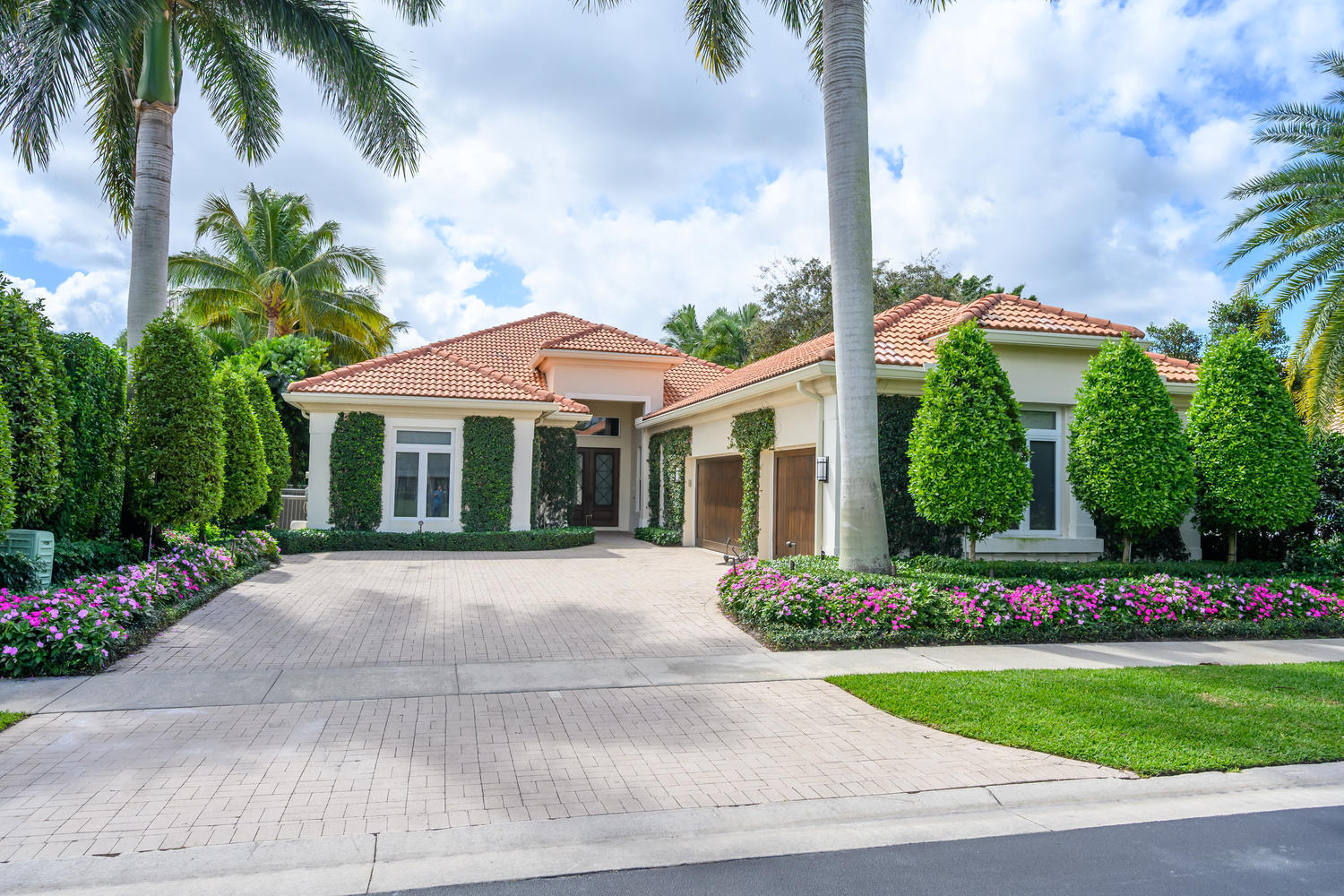 14294 Stroller Way, Wellington, Florida 33414, 4 Bedrooms Bedrooms, ,4.1 BathroomsBathrooms,Single Family,For Sale,Equestrian Club Estates,Stroller,1,RX-10605119