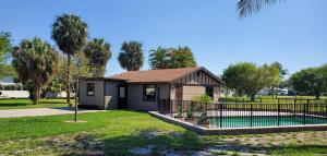 105 Old Jupiter Beach Road, Jupiter, FL 33477