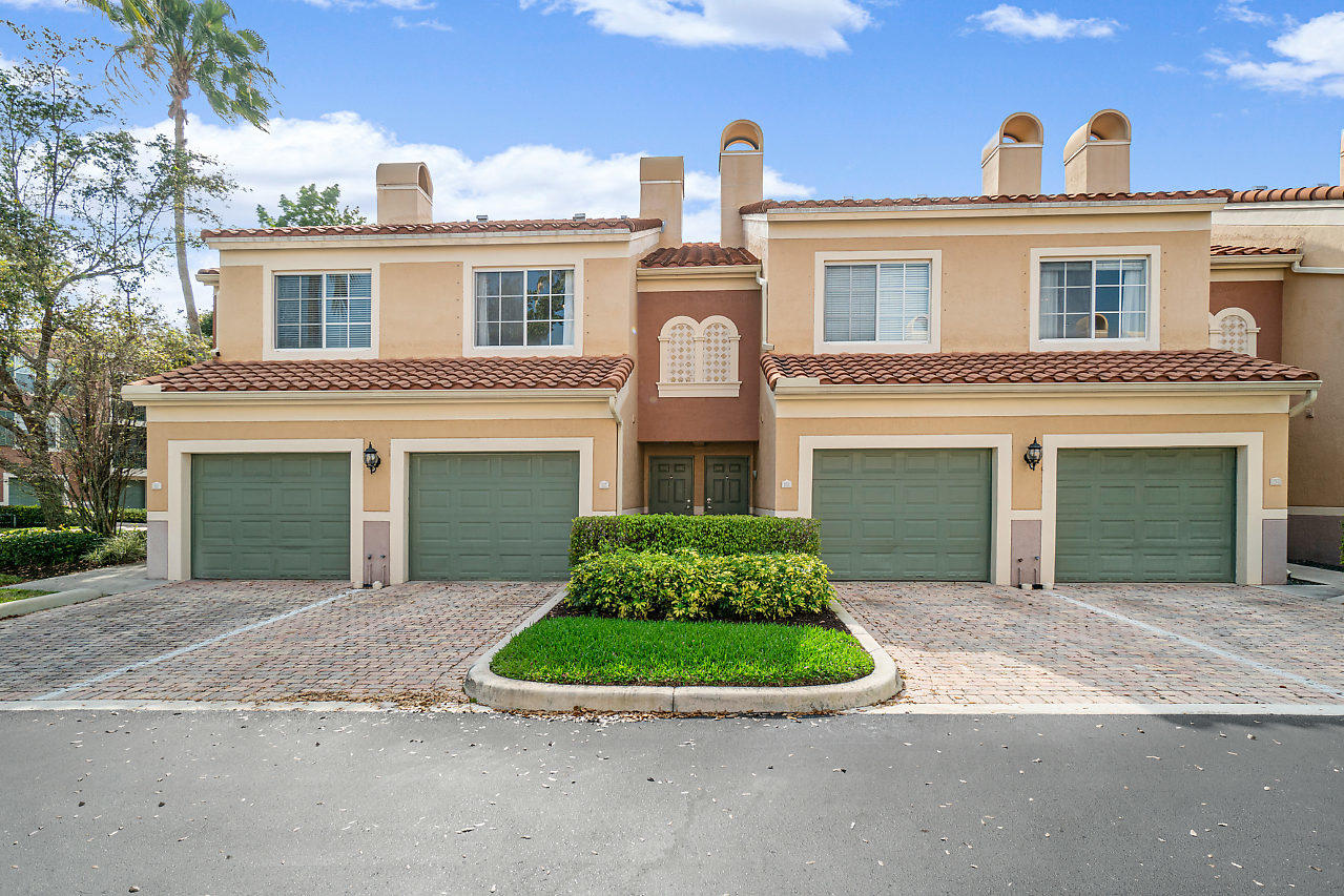 Wellington, Florida 33414, 2 Bedrooms Bedrooms, ,2 BathroomsBathrooms,Residential,For Sale,St Andrews,RX-10606924
