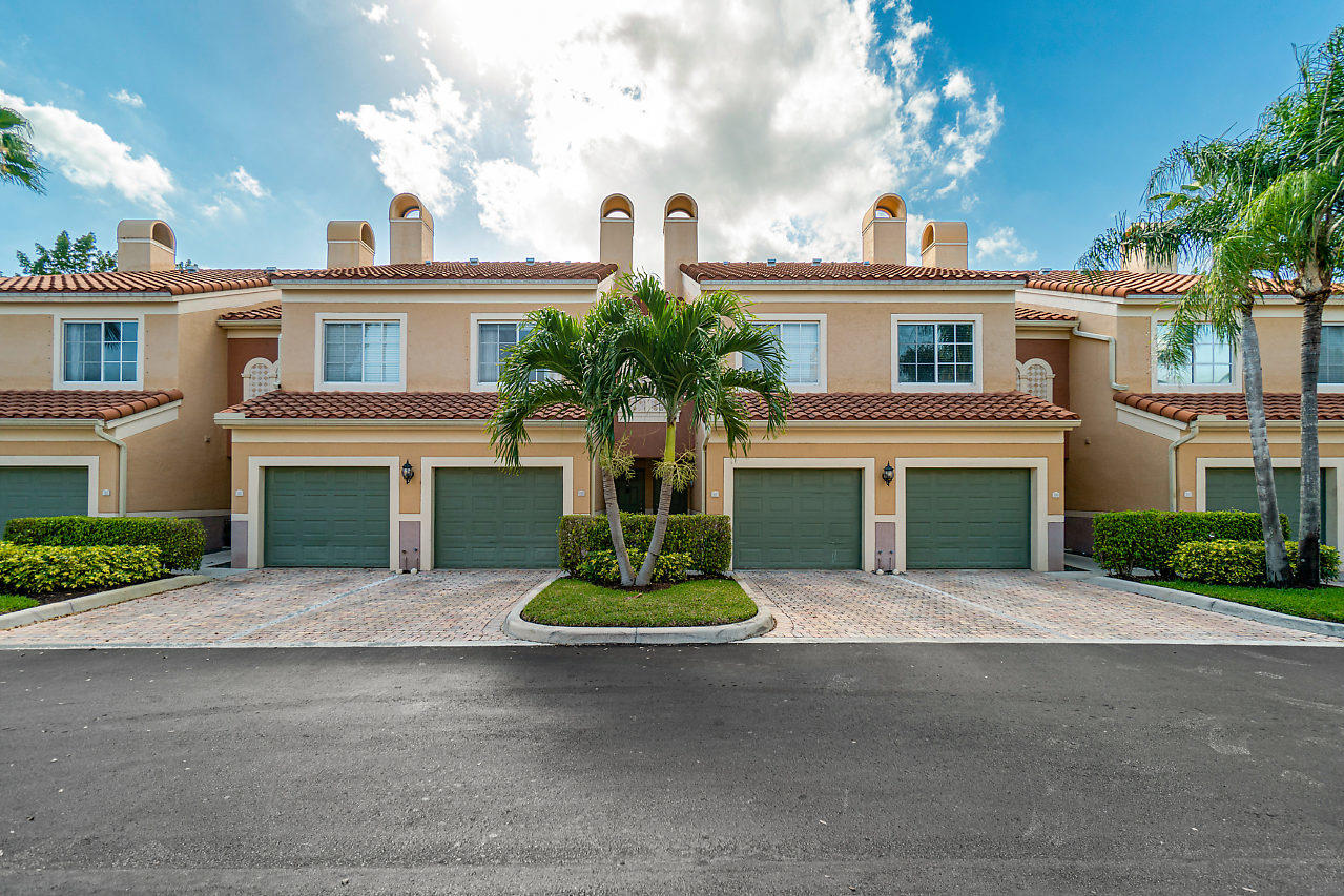 Wellington, Florida 33414, 2 Bedrooms Bedrooms, ,2 BathroomsBathrooms,Residential,For Sale,St Andrews,RX-10607049