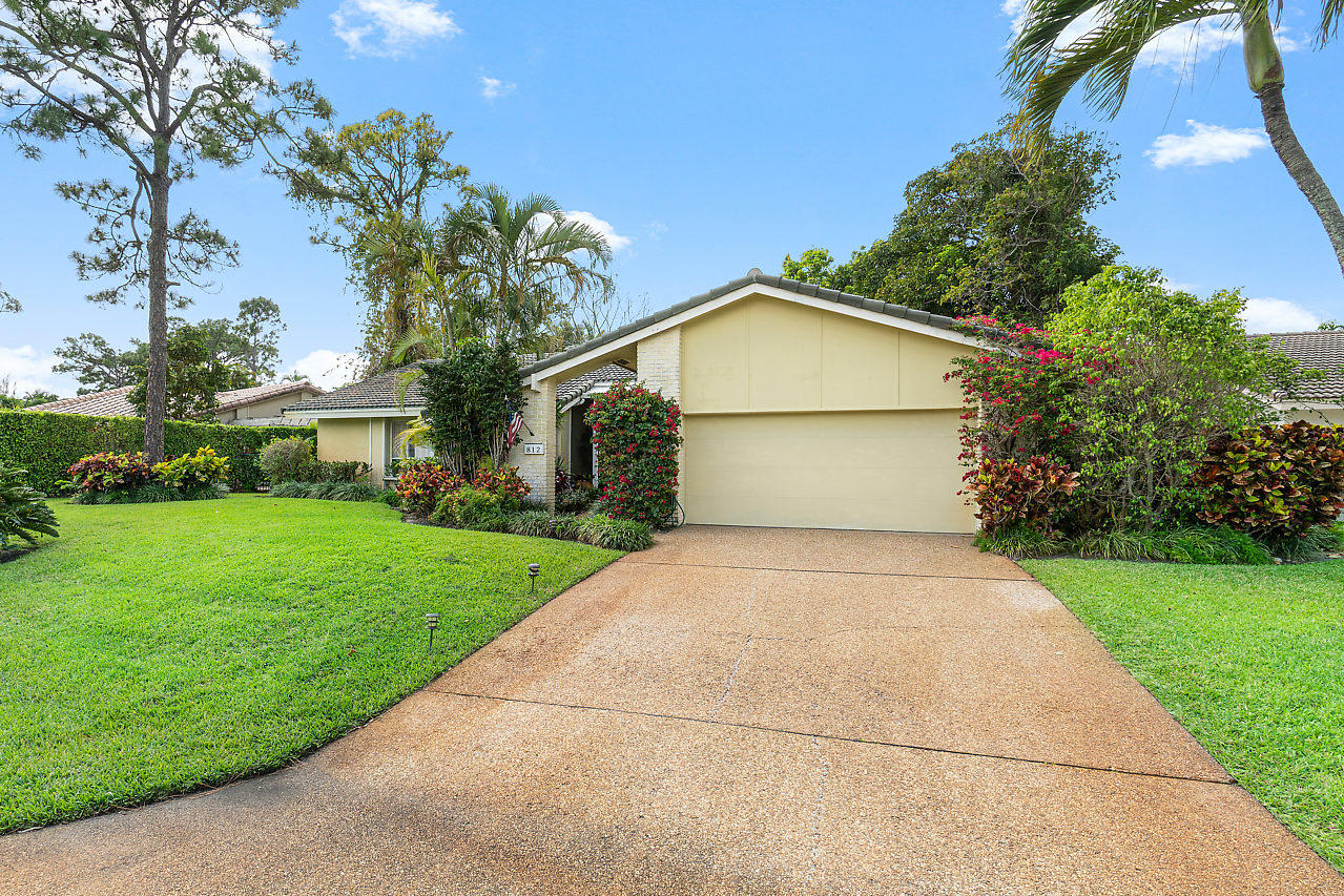 Photo of 812 Foxpointe Circle, Delray Beach, FL 33445