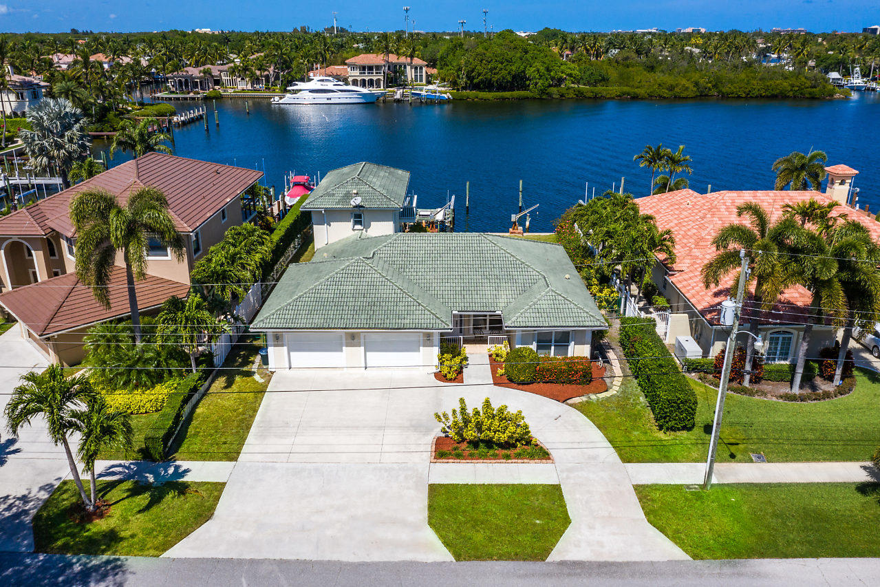 80 ft on North Palm Beach wide lagoon!!! This spacious CBS pool home has nearly 3,000 sq ft under air and features split floor plan, large master suite with stunning view, equally large master bath with separate shower and Jacuzzi tub. Formal living and dining plus huge family room. Park your yacht in your backyard dock with 24,000 lb boat lift and davits plus water and electric.