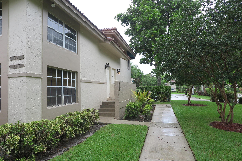 6631 Via Regina Boca Raton, FL 33433