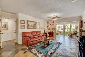 34 Colonial Club Drive, 105, Boynton Beach, FL 33435