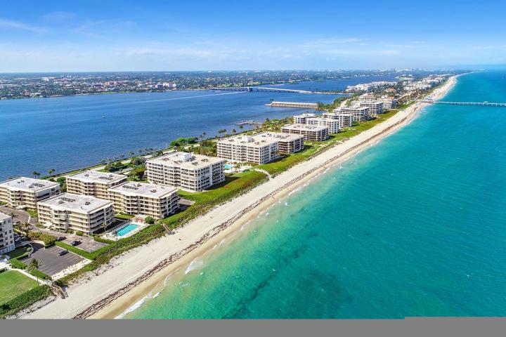 3200 Ocean Boulevard, Palm Beach, Florida 33480, 2 Bedrooms Bedrooms, ,2 BathroomsBathrooms,Rental,For Rent,Ocean,RX-10615033