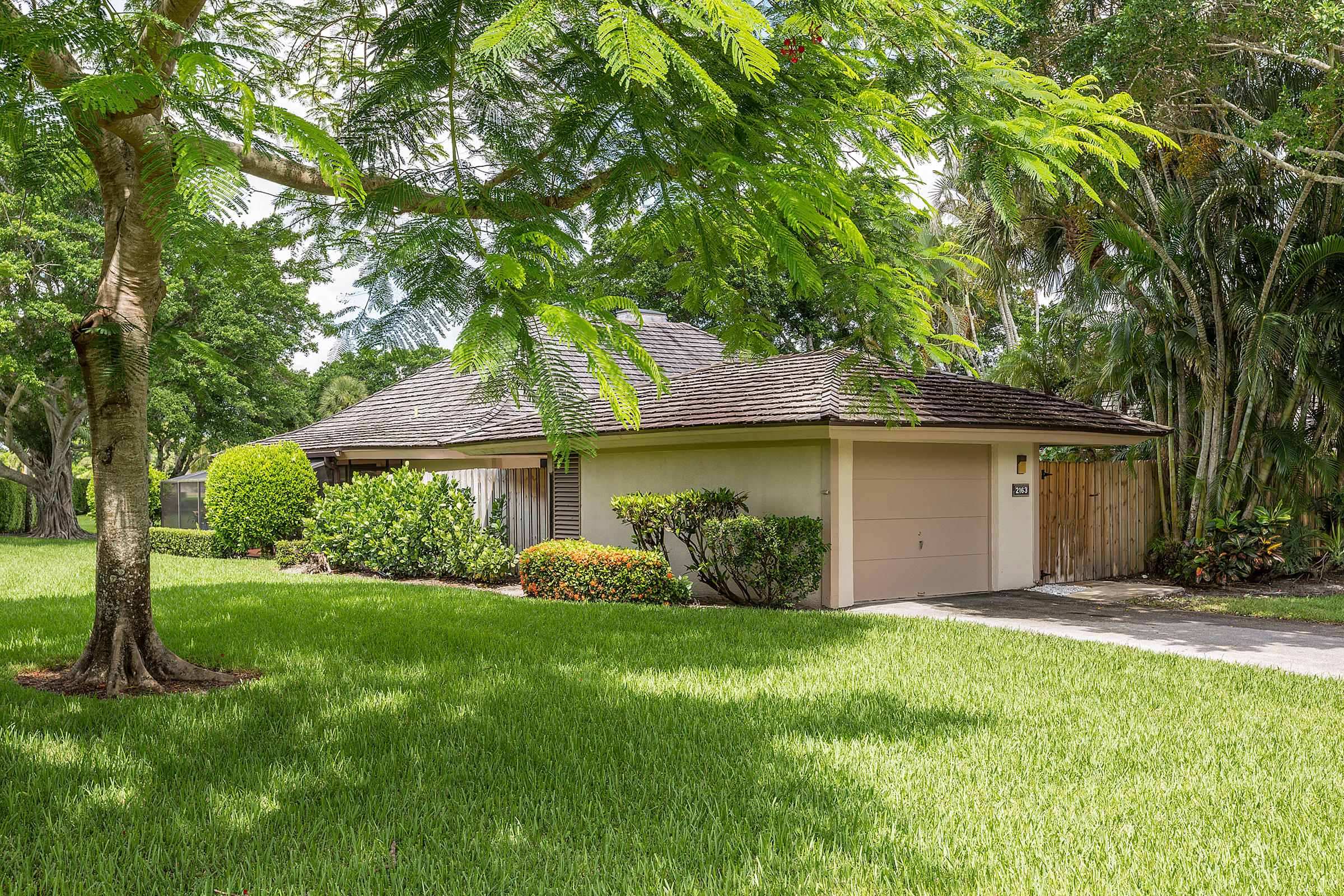 2163 Wightman Drive, Wellington, Florida 33414, 2 Bedrooms Bedrooms, ,2 BathroomsBathrooms,Villa,For Sale,Palm Beach Polo,Wightman,RX-10617925