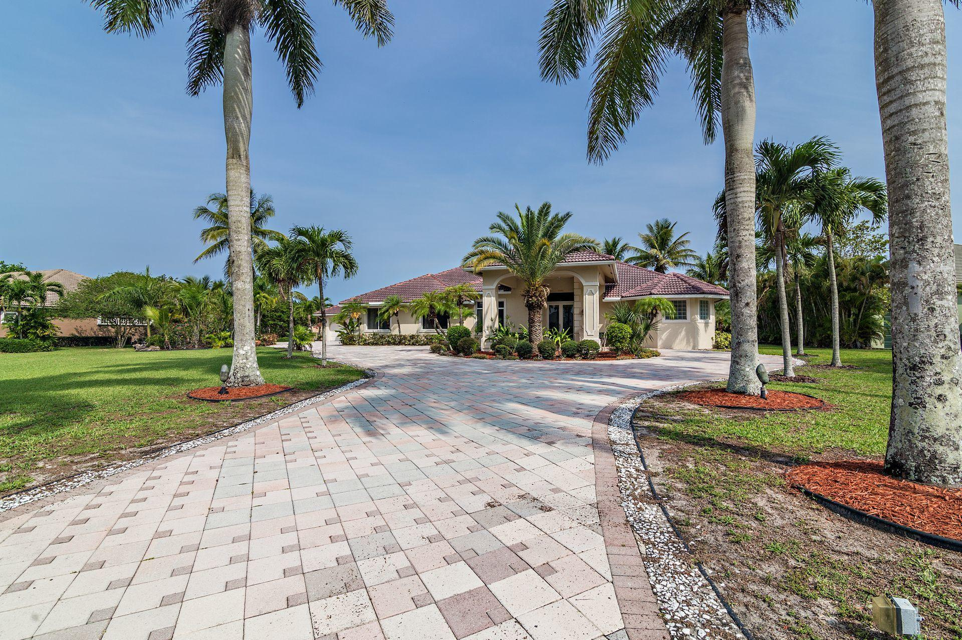 Wellington, Florida 33414, 5 Bedrooms Bedrooms, ,4 BathroomsBathrooms,Residential,For Sale,Chandelle,RX-10615818