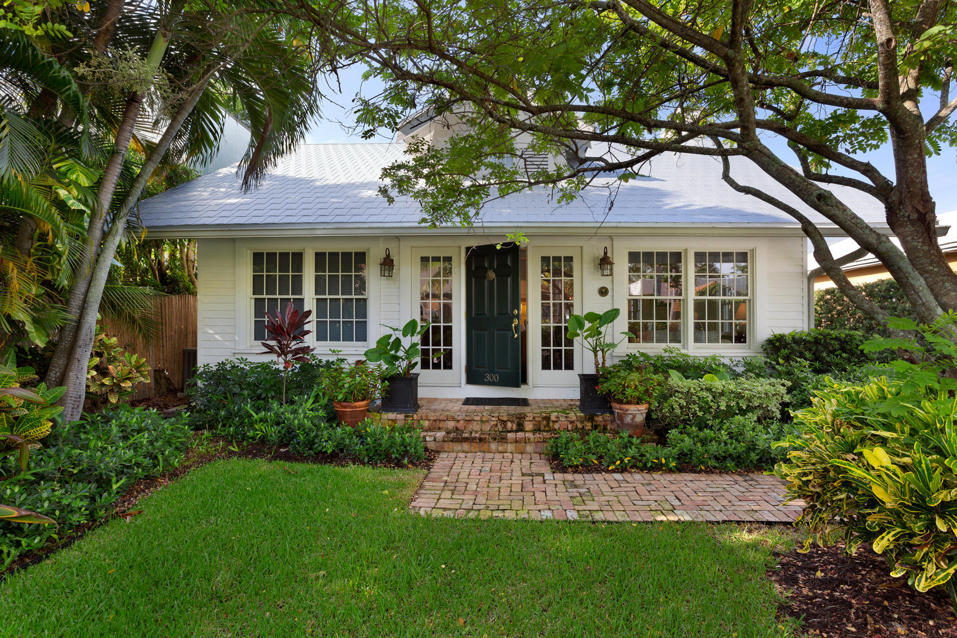 300 Seabreeze Avenue, Palm Beach, Florida 33480, 3 Bedrooms Bedrooms, ,3 BathroomsBathrooms,Single Family,For Rent,Seabreeze,RX-10618712