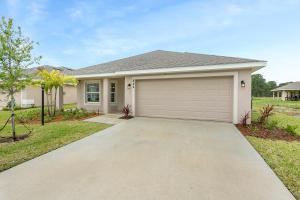 844 NE Whistling Duck Way, Port Saint Lucie, FL 34983