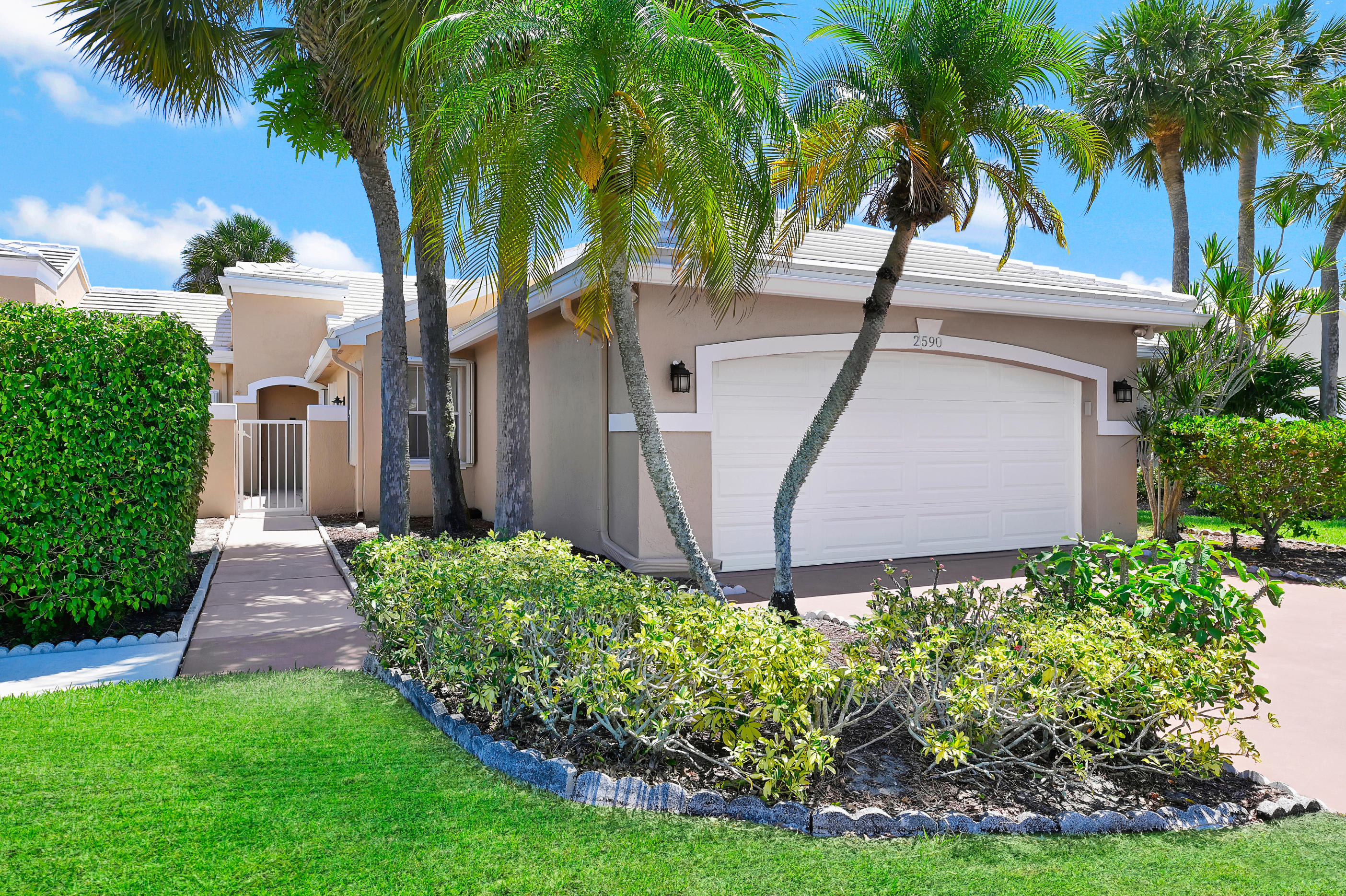 Wellington, Florida 33414, 2 Bedrooms Bedrooms, ,2 BathroomsBathrooms,Residential,For Sale,Neaton,RX-10620900