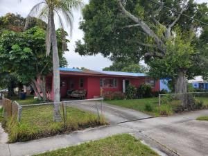 1903 Avenue E, Fort Pierce, FL 34950
