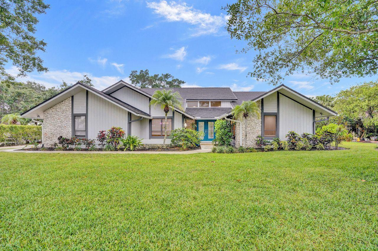 Home for sale in Marlwood Estates Pga National Palm Beach Gardens Florida