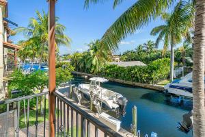 832 Virginia Garden Drive, Boynton Beach, FL 33435