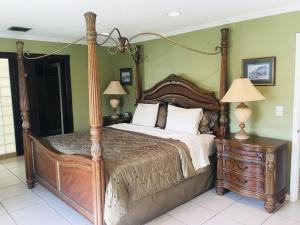 474 S Country Club Drive Atlantis FL 33462