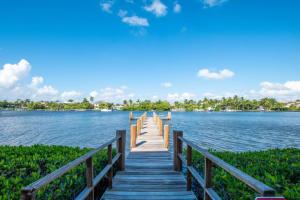 3525 S Ocean Boulevard, 211, South Palm Beach, FL 33480