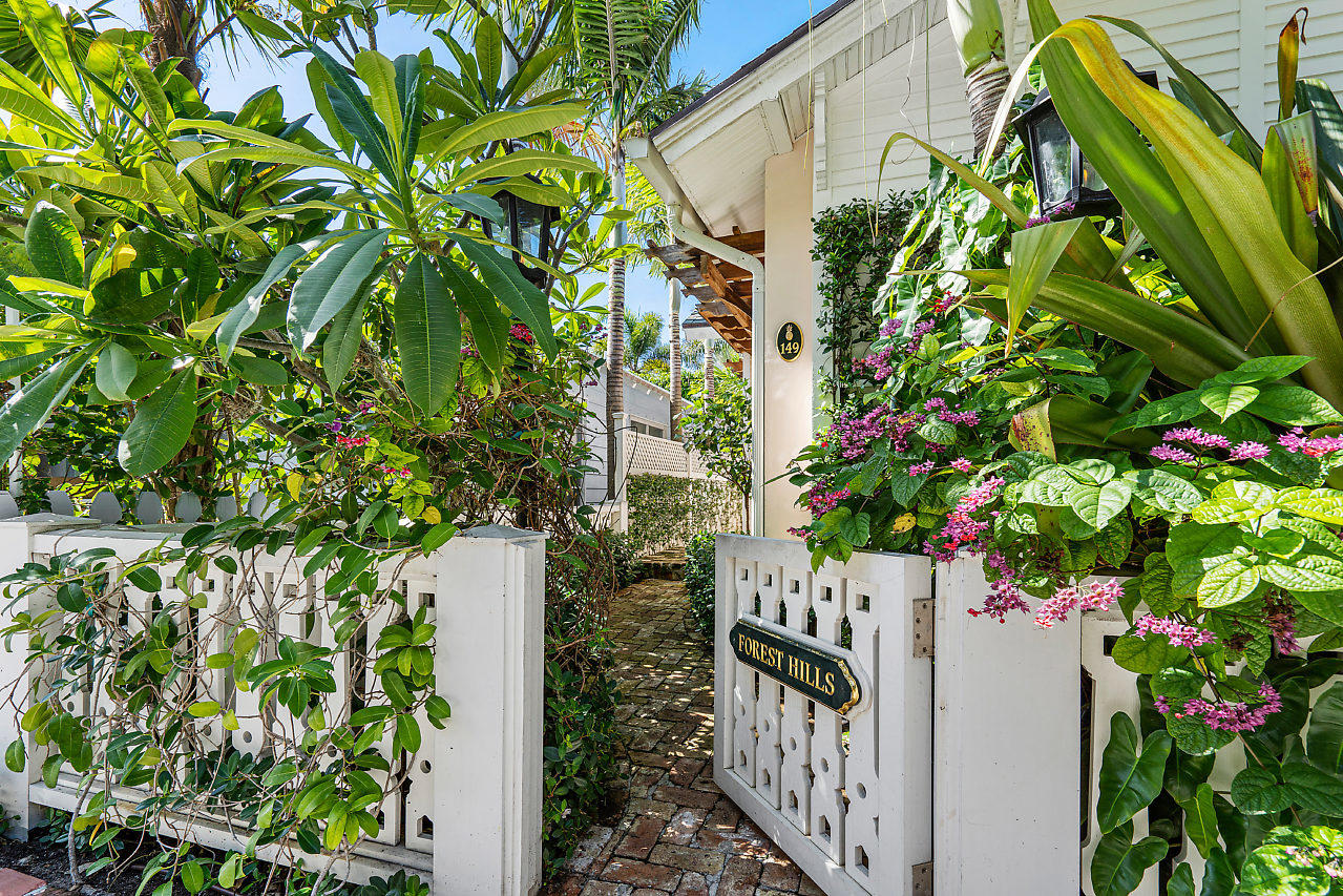 149 Root Trail, Palm Beach, Florida 33480, 2 Bedrooms Bedrooms, ,2 BathroomsBathrooms,Single Family,For Sale,Root,RX-10626966