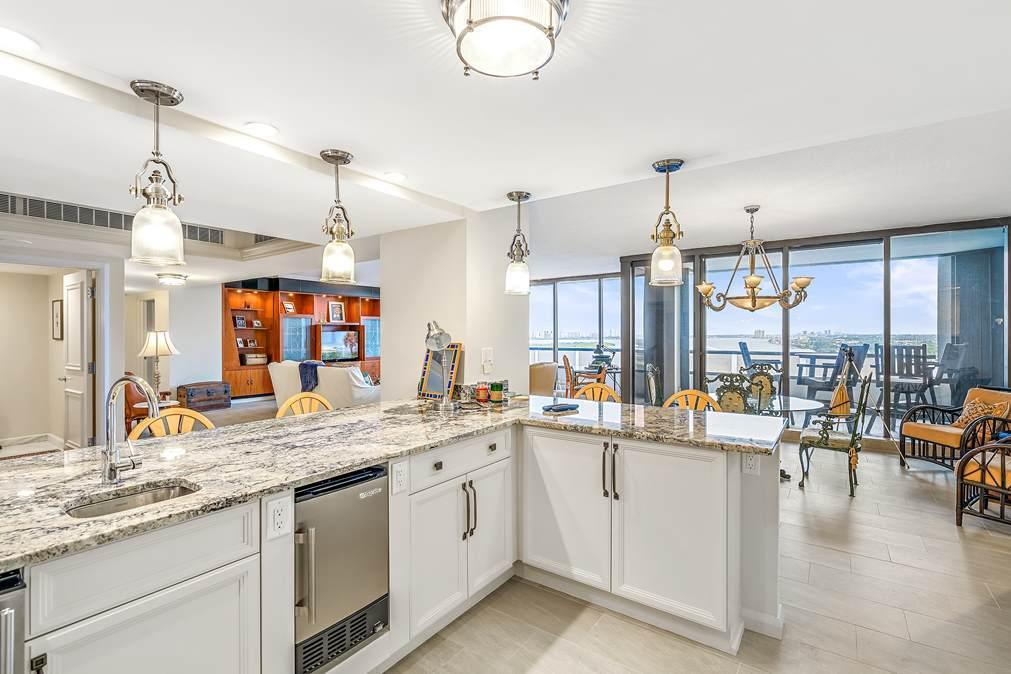 Image 6 For 100 Lakeshore Drive 1655
